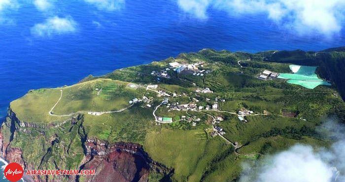 Đảo núi lửa là nơi ẩn chứa nhiều nguy hiểm nhưng vẫn có nhiều người dân sinh sống tại đây