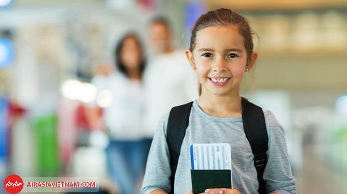 Trẻ trên 14 tuổi  được phép đi máy bay một mình