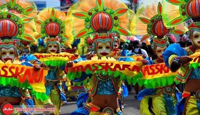 Lễ hội nụ cười màu mè MassKara ở Philippines