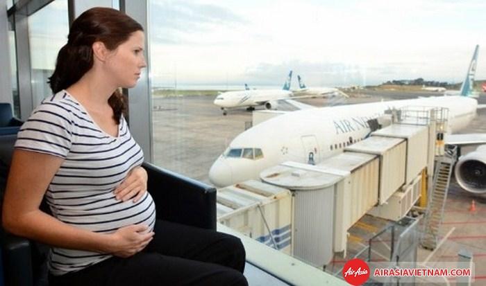 Air Asia không vận chuyển phụ nữ mang thai trên 35 tuần