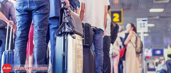 Tranh thủ thời gian gửi lại hành lý