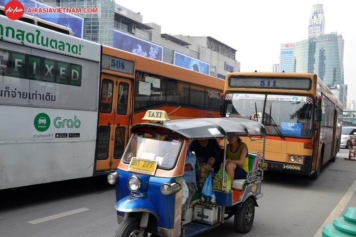 Tuk Tuk phương tiện di chuyển chủ yếu ở Thái Lan