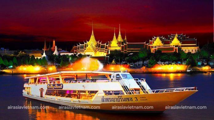 Du thuyền trên sông