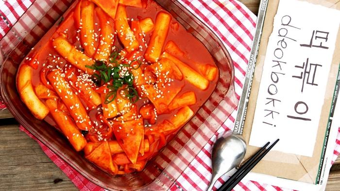 Bánh gạo cay - món ngon Hàn Quốc đường phố