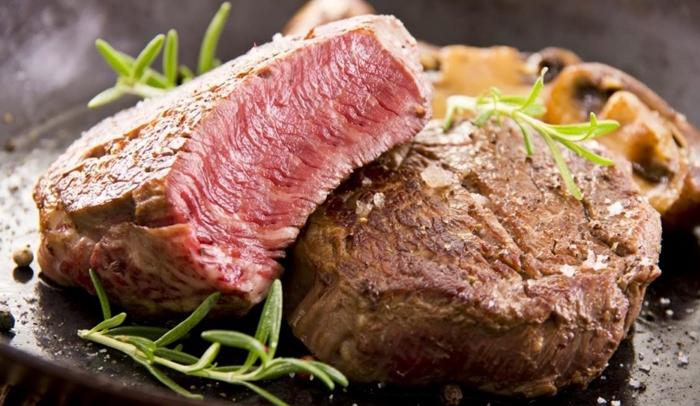 Thưởng thức thịt bò Tasmania nướng