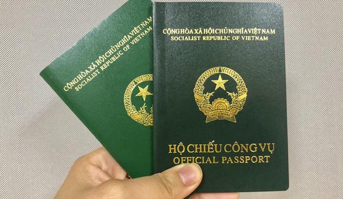 Mang theo hộ chiếu để làm thủ tục nhập cảnh