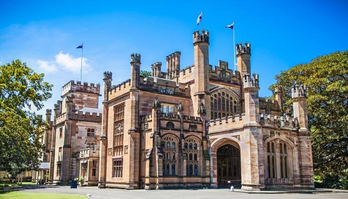 Chiêm ngưỡng kiến trúc Gothic của tòa nhà chính phủ