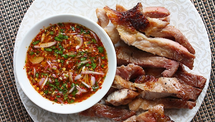 Thưởng thức thịt cổ lợn/ Kor moo yang
